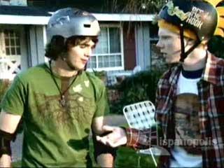 Zeke y Luther relata las c�micas aventuras de viejos amigos que buscan convertirseen los mejores skaters del mundo; un viaje que incluye dominar los trucos m�s geniales, ingresar en las mejores competencias y llegar al hogar del �dolo de su ni�ez Tony Hawk.  Adem�s, Zeke compite con su maestro de verano (que fue un skater en los a�os �80) y se encuentra con su N�mesis, Kojo, quien -para desilusi�n de Zeke y Luther recibe un codiciado patrocinio de una empresa de skates muy importante.