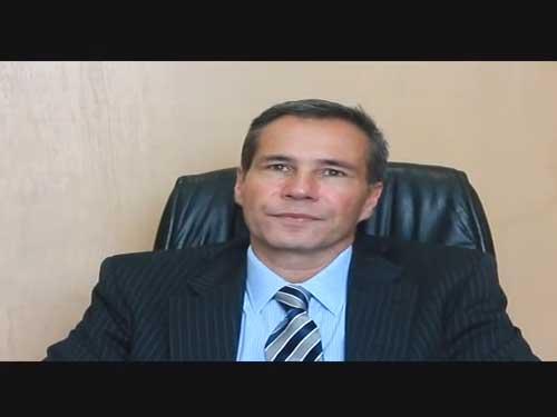 Alberto Nisman, Fiscal General de la Unidad Fiscal de Investigaci�n en Argentina Amia. Nos platica en exclusiva para DiarioJudio.com sobre los responsables del atentado, su relaci�n con Boston y otros actos sobre las dificultades para atrapar a los culpables plenamente identificados, la posici�n del Gobierno Argentino, el terrorismo en Am�rica Latina y su visita a M�xico.  El Sr. Nisman se reuni� con l�deres del CDI de M�xico para platicar sobre este importante caso, esclarecer dudas y comentar los alcances y futuro de su trabajo, posteriormente se reuni� con el Grupo Pol�mica y Caf�, exclusivo para hombres que esta vez recibi� a se�oras.  Una pl�tica que result� pol�mica, como es la din�mica de este grupo coordinado por Samuel Rubinstein, donde cuestionaron abiertamente sobre su trabajo, sobre el papel del Gobierno Argentino y por supuesto de la persecuci�n de estos viles asesinos escudados por un Gobierno Iran�.  Si quieren conocer m�s sobre este atentado, sobre su repercusi�n mundial y su ejemplo a 11 a�os de ocurrido, de c�mo no debemos dejarlo pasar y la influencia iran� en el mundo y escuchar de su viva voz estos y otros interesantes temas les dejamos la entrevista exclusiva. *Te invitamos a ver la galer�a de im�genes sobre este evento.