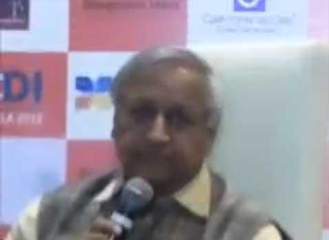 Durante la Ciudad de las Ideas se present� Bunker Roy un Visionario creador de una universidad en la India que prepara abuelas para convertirlas en T�cnicas de Energ�a Solar.  Este a�o se est�n preparando varias mujeres de M�xico.